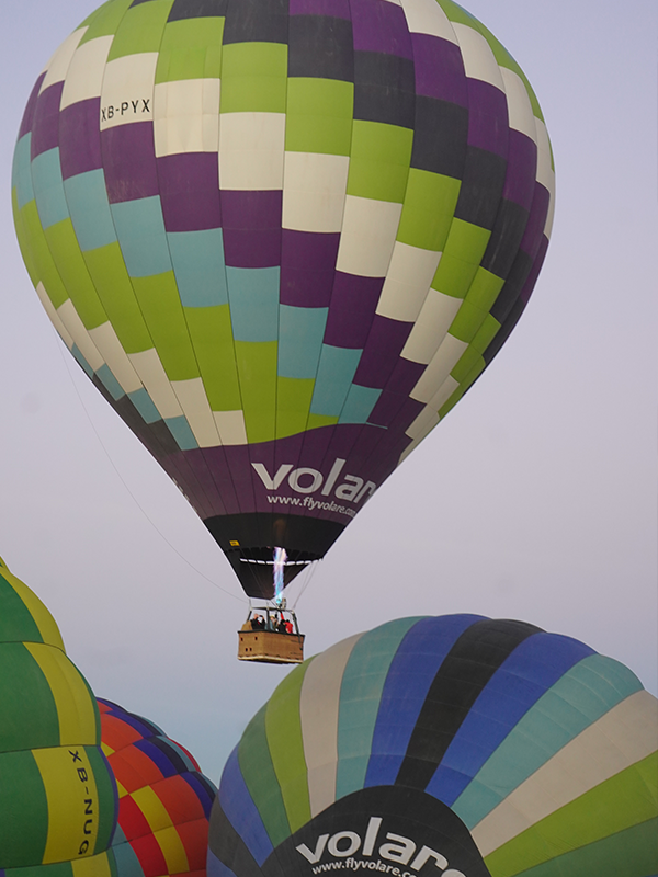 vuelo en globo de colores volare