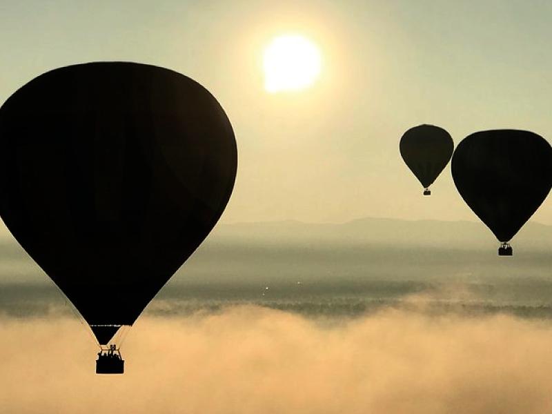 globos aerostaticos sobre nubes